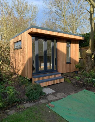 Small garden room with matching steps