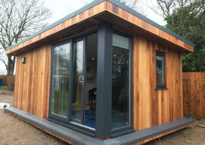 Garden room with grey front pillar